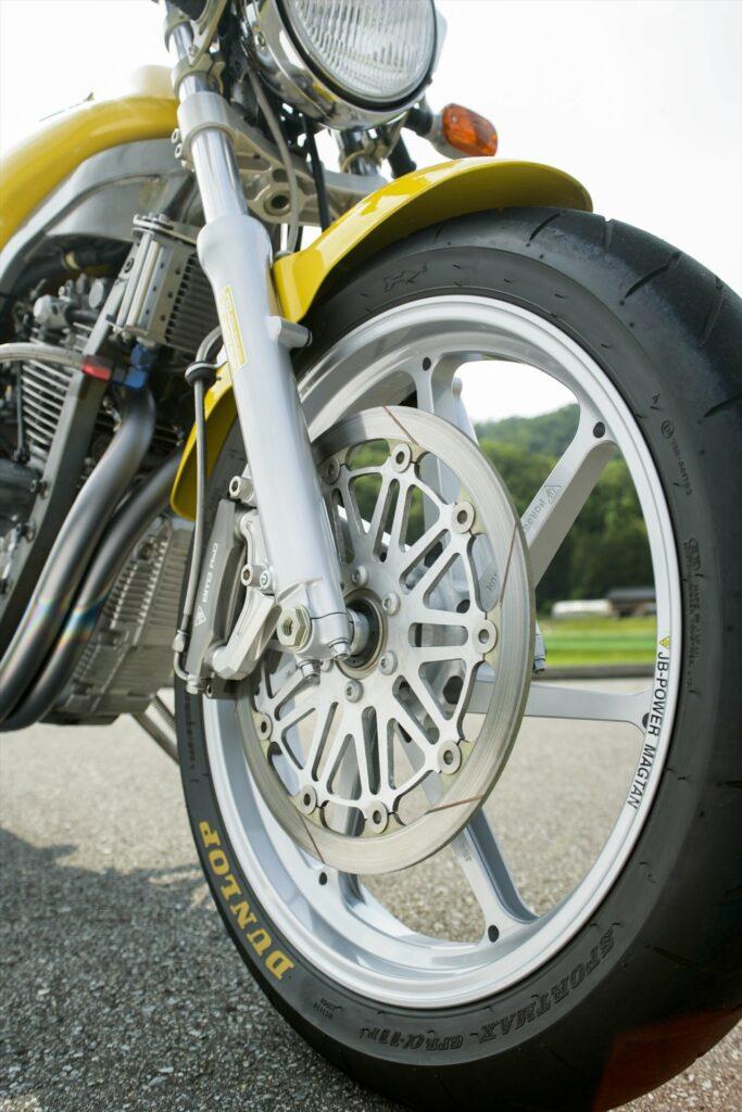 Yamaha SRX600 Dunlop tires