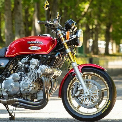 CBX1000_赤_Red_右_Right_公園_Park_フロント_Front_Zoom_1200px-500px