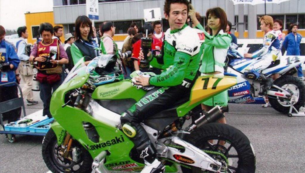 Kawasaki ZX-7RR with MAGTAN
